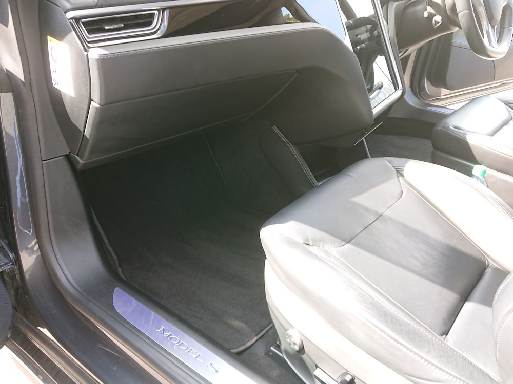 Tesla Model S interior Platinum valet