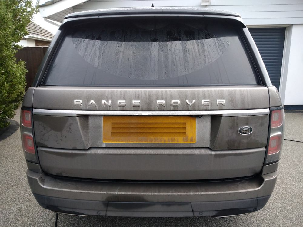 Very dirty Range Rover Vogue before